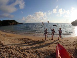 傾いてきた太陽、伸びてくる影ビーチで準備をすませたら、いざっ!!出発~