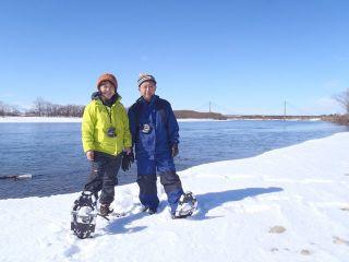 十勝川温泉周辺の河原です。雪化粧した河原と十勝川。