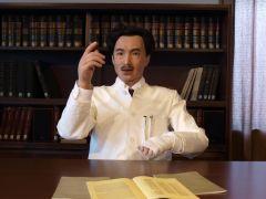 ボタンを押すと身振り手振りを交えて、楽しくお話をする「野口英世アンドロイド」。大人気の展示です。
