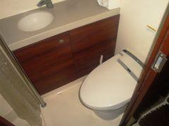 女性にもうれしいパウダールーム付きトイレ