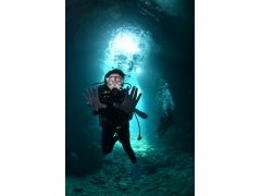 神秘的な青の洞窟に感動する事間違いなしです!