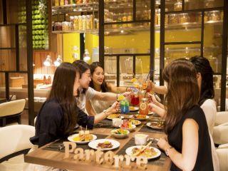 1〜2月【ディナー】苺の食べ比べ&苺デザートブッフェ&ワールドブッフェ+選べるメイン料理一品♪+アルコールカクテルを含むソフトドリンク付!