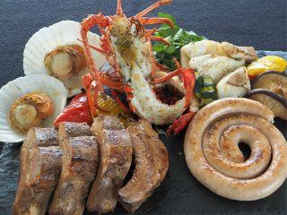 肉・海鮮プレート(写真は2人前です)
