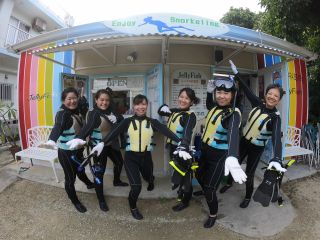 【石垣島・国立公園・米原ビーチでシュノーケルツアー!】ウェットスーツで快適♪間近でサンゴやカラフルな生き物、アイドル「ニモ」に会おう!ツアーの思い出写真プレゼントしますよ〜!
