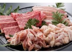 BBQセットのお肉です。牛、豚、鶏、ホルモン各100g 計400gのボリューム!プラス うきはの野菜がセットがついております。うきはの天然水も飲み放題です。