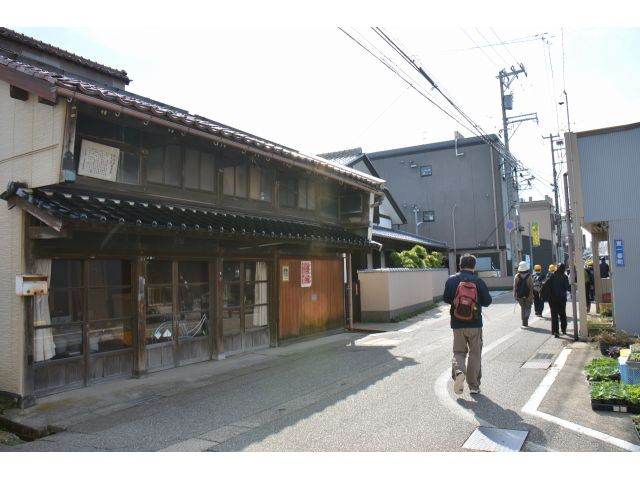 金沢 駅 から 松任 駅