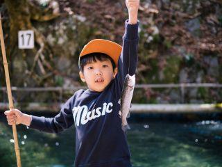 魚釣りという非日常の体験でお子様の普段見れないような顔が見れるかもしれません。