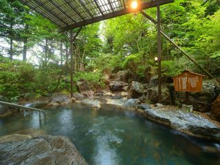 【露天温泉岩風呂】季節毎に様々な魅力を堪能できる露天岩風呂