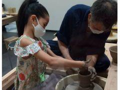 清水焼の伝統を守りつつ、お客様の心を華やか彩る食器を真心込めて作陶いたしております