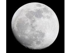 望遠鏡をつかって月の拡大撮影もできる