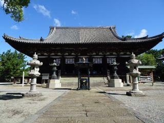 鶴林寺の本堂も、中まで入って拝観できます。