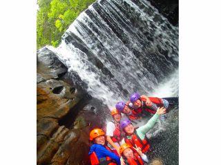 夏の人気滝遊びキャニオニングツアー~西表島トレッキング