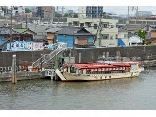 旧江戸川沿いに、乗船場がございます