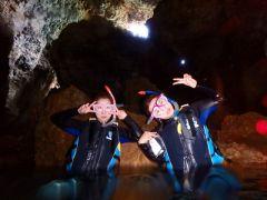 洞窟の中!! 水中写真無料プレゼント!!