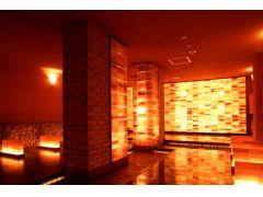 【低温サウナ 橙幻宮(とうげんきゅう)】 幻想的な地底の遺跡をイメージした低温サウナ。ゲルマニウムのデトックス効果が期待されます。 室温