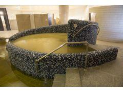 【天然温泉(シルキーバス)】やわらかい肌あたりで保湿効果を高める、酸素泉(シルキーバス)をお楽しみいただけます。