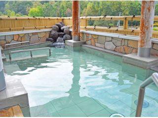 温泉の泉質は単純硫黄冷鉱泉で、神経痛・リウマチ・糖尿病などに効果があると言われています。
