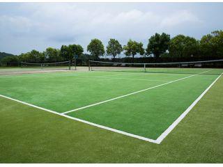 【じゃらん限定】テニスラケット2本付き★森の中のプライベートリゾート♪最高級オムニコート1時間Playプラン