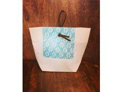 キャンドルライトをお持ち帰りいただくかわいいバッグも土佐和紙で作っていただきます。