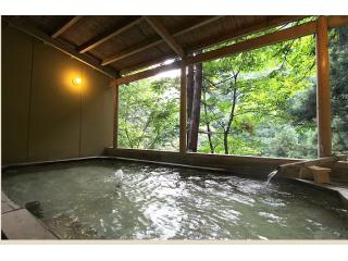 最上川源流渓谷を眺めながら入浴できます