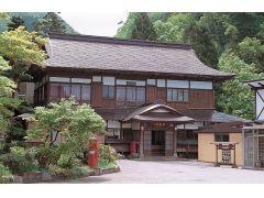 大正・昭和・平成とそれぞれ建てた年で雰囲気の違う造りとなっています。心安らぐお部屋でゆっくりとお過ごしください。