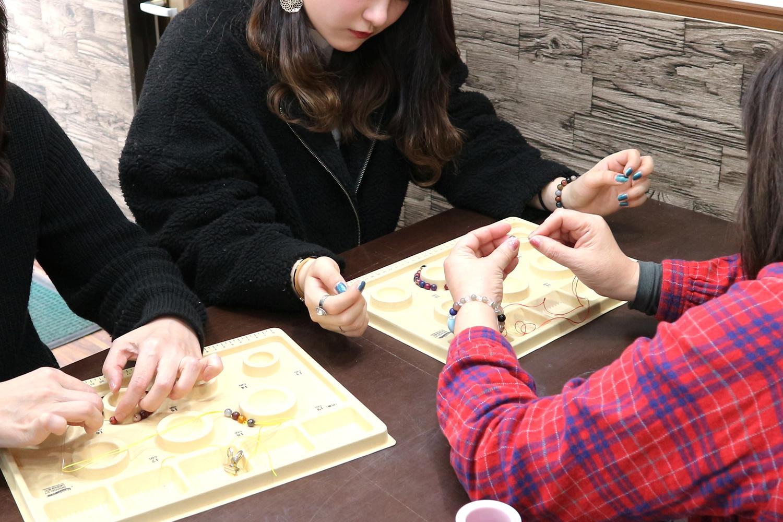 【願いが叶うかも!パワーストーンで作る天然石ブレスレット手作り体験】~200種類...