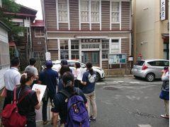旧郵便局舎前