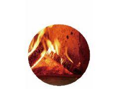 ピザ窯下層段で燃え滾る薪