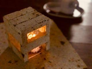 用意された規格の大きさの大谷石や端材を使って自分だけの灯りを作ろう♪