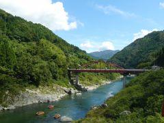 四国吉野川のラフティングコースはとても綺麗な景色が見えます。