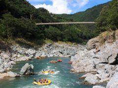 四国吉野川の小歩危ラフティングコースはとても綺麗な景色が見えます。