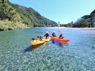 奇跡の清流「仁淀川」でカヌーをのんびりお楽しみいただけます。急流区間はございませんので安心です。