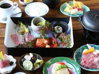 レトロなレストラン又はお座敷での和創ランチ 和牛陶板焼き付きメニューの一例です