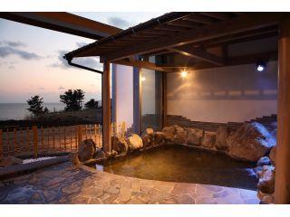 岩露天風呂♪ 日本海に沈む夕日がとても綺麗♪