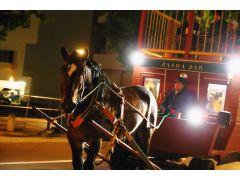 馬車BARは新造の2階建て馬車。大きな馬車を輓馬(ばんば)が見事に挽く姿は感動すら覚えますよ!