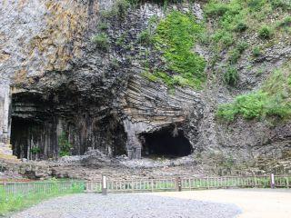 太古の地球の火山噴火によって流れ出たマグマが冷えて固まった奇勝・玄武洞