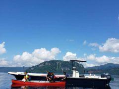 特別保護区内でボートからカヌーに乗り換える。ここからは360°見回しても人工物は見当たりません。原生のままの大自然が広がります。