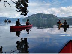 イトムカの入り江から見る世界最大の二重カルデラ湖