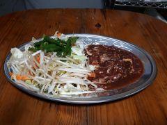 ジンギスカンプランの食材(ラム肉、野菜)一人前