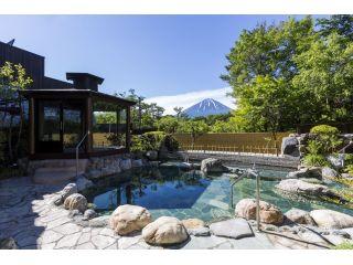 富士山の絶景を望む、夏の麗峰露天風呂