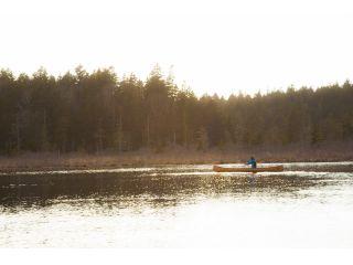 """北海道の秘境""""道北""""の中でも更に秘境と呼ばれるカムイト沼。カナディアンカヌーに乗ってゆっくりと漕ぎ進みます。"""