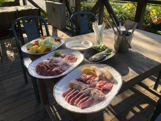 【BBQ&燻製づくり体験】大自然の中でBBQと燻製づくりを楽しもう!手ぶらでOK♪