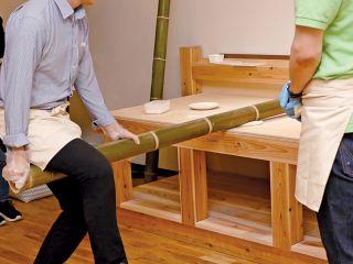 伝統的な製麺技法「青竹打ち」でラーメンの麺作りを体験