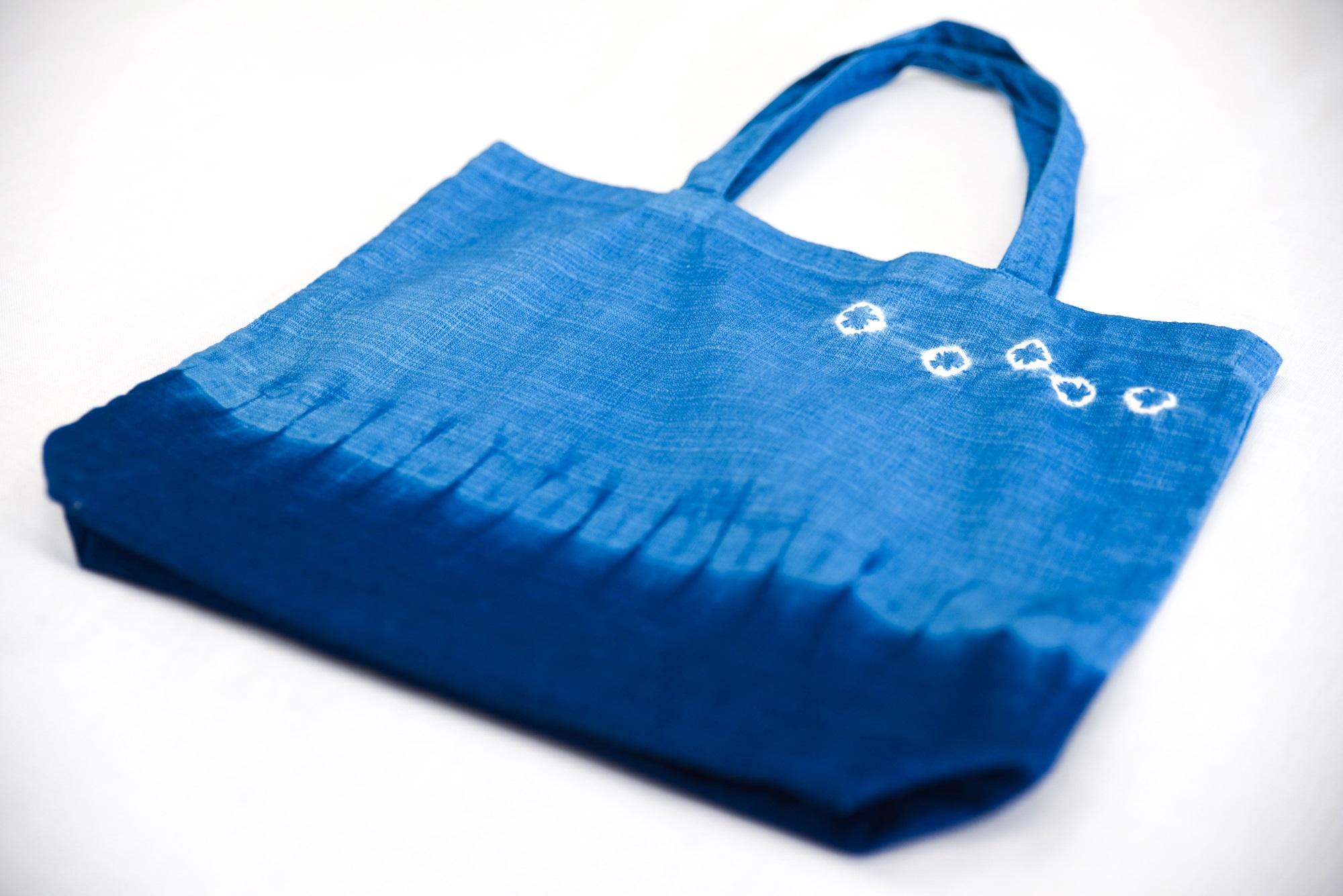 藍色のふるさと上板町で藍染体験エコバッグ&新鮮な藍の生葉を使った生葉染め体験