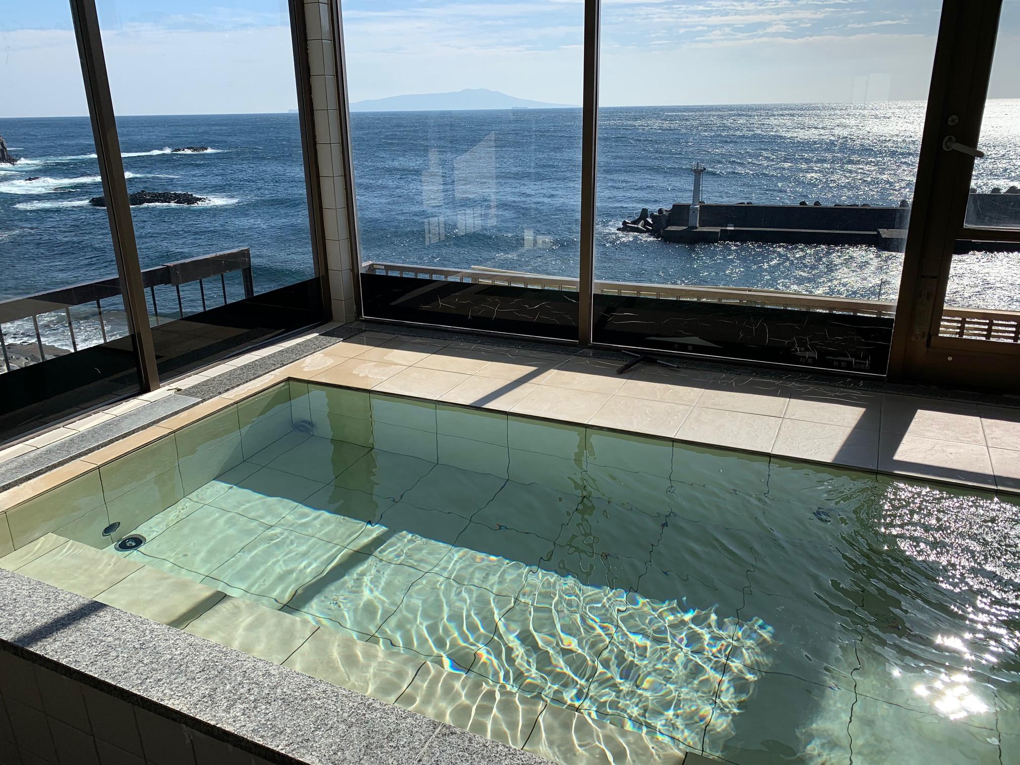 【4F・海を望む展望風呂&1F・内湯は貸切可!】◆贅沢な源泉かけ流し♪「海が庭」...
