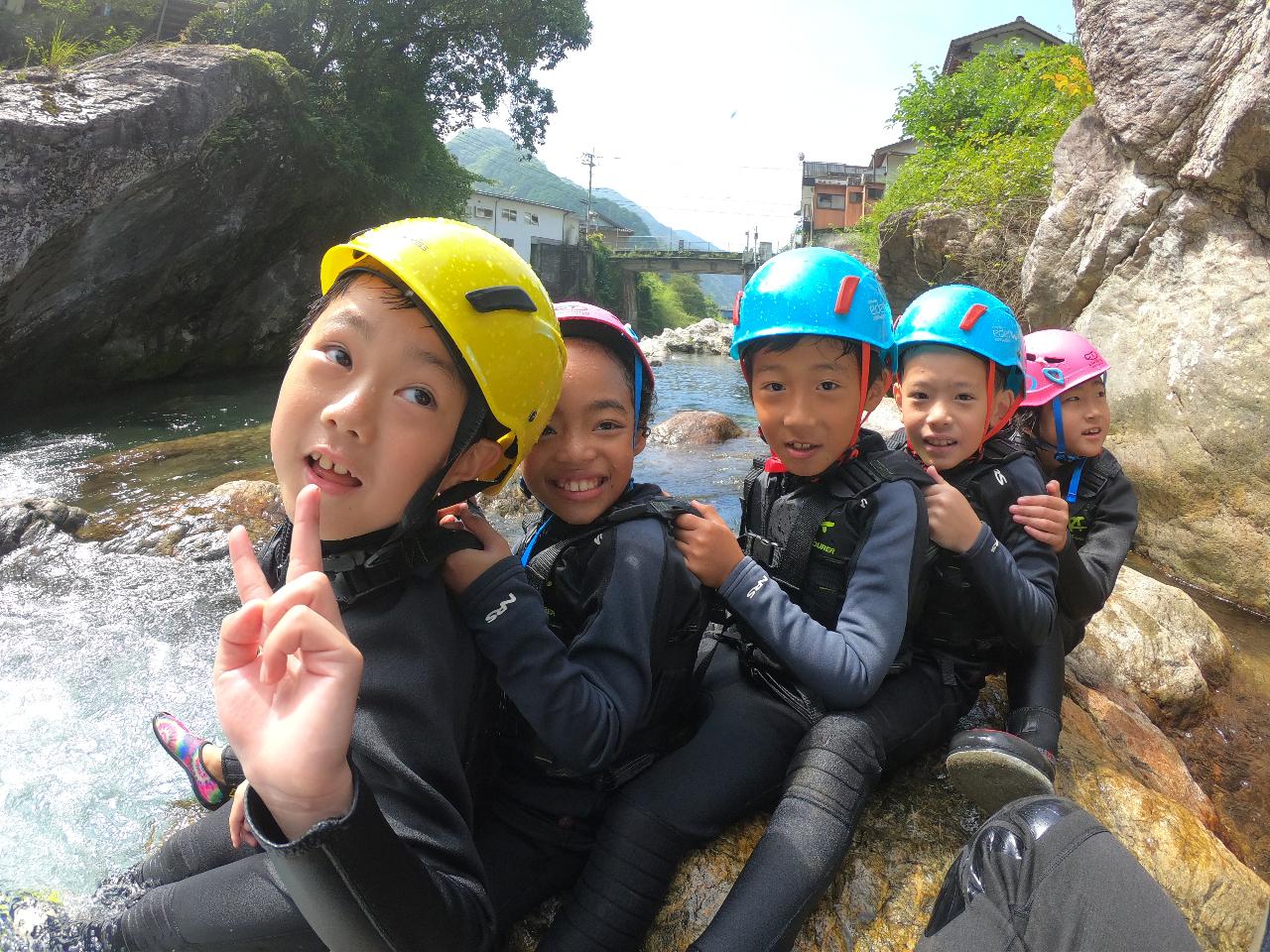中津渓谷わくわくプライベートキッズキャニオニングツアー