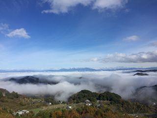 小部屋から望む雲海の様子