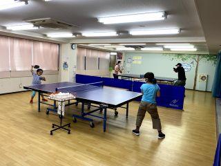 子供から大人まで卓球を楽しむ事が出来ます!幼児用の低い台もあります!