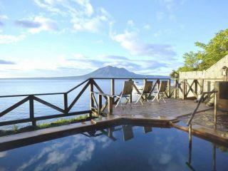 【展望露天風呂】支笏湖の美しい景観を眺めながらのひと時を堪能してください。