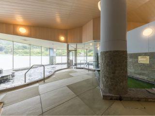 畳と温泉が融合したくつろぎの和空間は、足にも優しく実用的です。